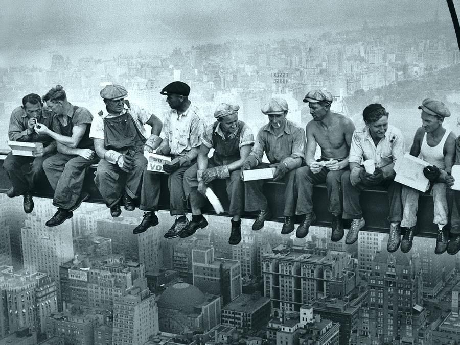 «Планета Генплан» поздравляет с Днем строителя!
